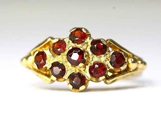 Stunning vintage 18ct yellow gold Garnet cluster ring - fully hallmarked - size M 1/2 US 6 1/4