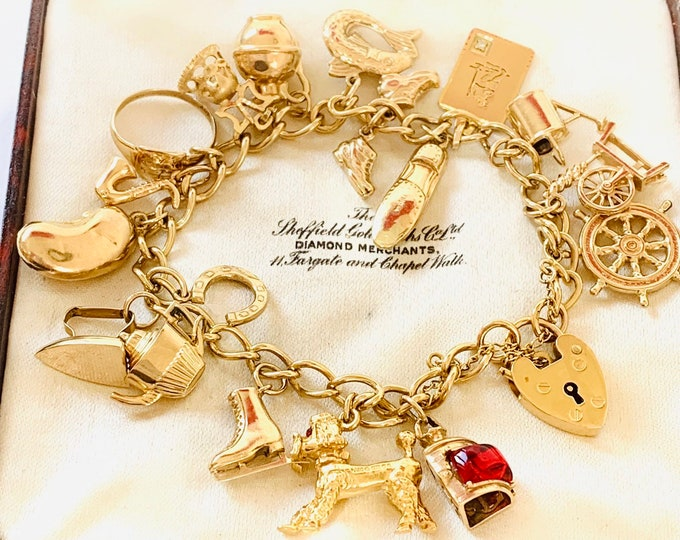 Stunning vintage 9ct yellow gold Charm bracelet with 18 gold charms - Birmingham 1975 - 31gms