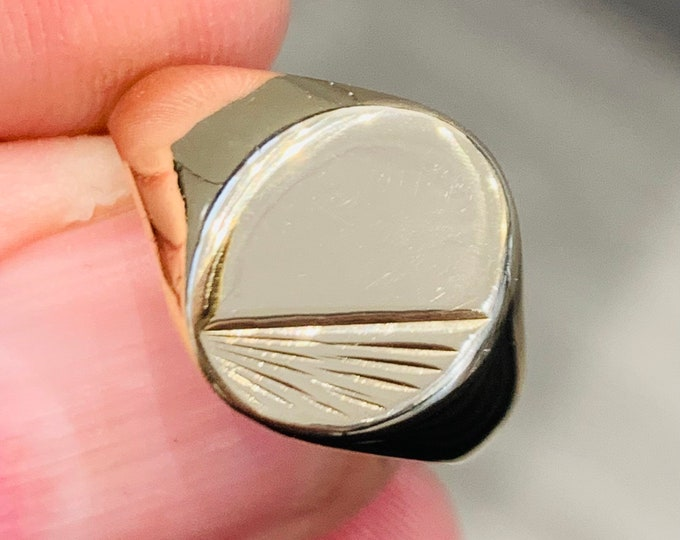 Superb vintage 9ct yellow gold signet or pinky ring - hallmarked Sheffield 1983 - size P 1/2 or US 7 3/4
