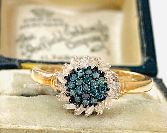 Beautifully sparkling 9ct gold blue & white  0.33 Diamond cluster / engagement ring - fully hallmarked - size P or 7 1/2