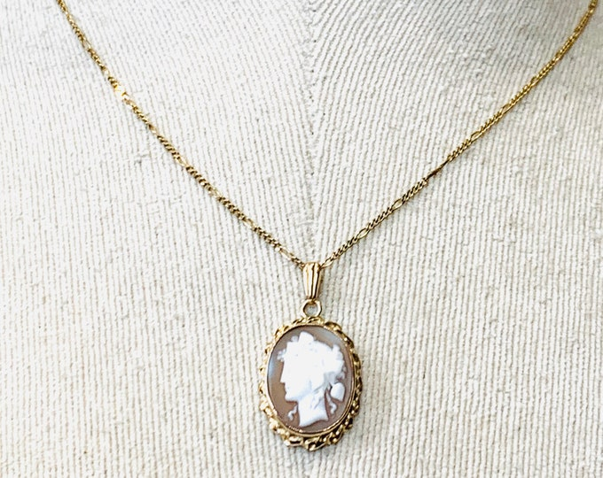Superb vintage 9ct yellow gold Cameo pendant