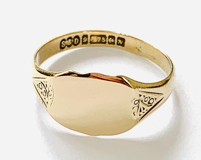 Superb vintage 9ct yellow gold Signet or pinky ring - Birmingham 1962 - size L or 5 1/2