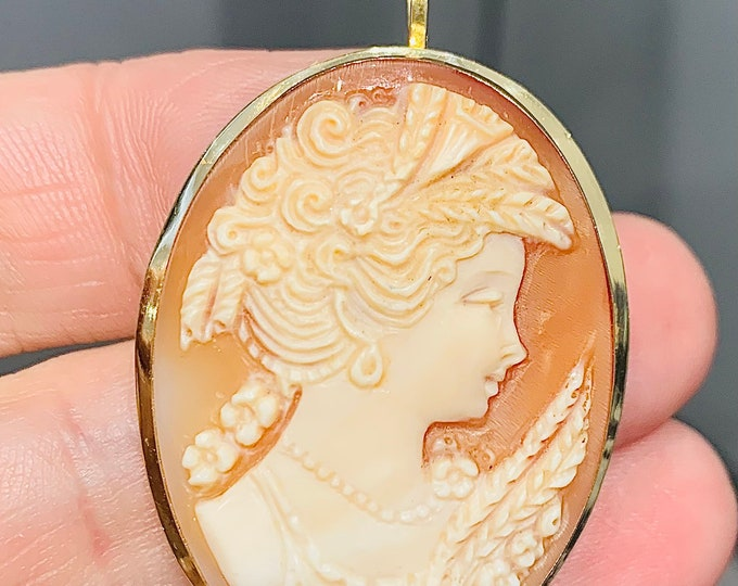 Superb vintage large 18ct gold Cameo pendant / brooch - fully hallmarked