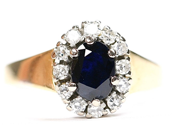 Fabulous vintage 18ct gold Princess Diana style Sapphire and Diamond engagement ring - hallmarked London 1983 - size Q 1/2 or US 8 1/4