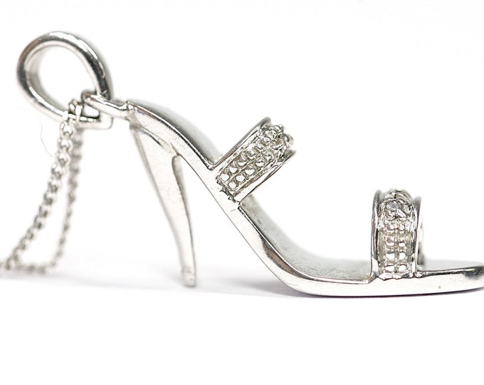 Stunning vintage 9ct white gold diamond set stiletto shoe 18 inch necklace - fully hallmarked