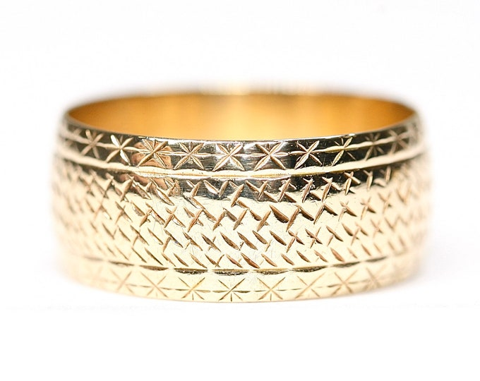 Stunning heavy vintage 9ct yellow gold patterned wedding ring - fully hallmarked - size R or US 8 1/2