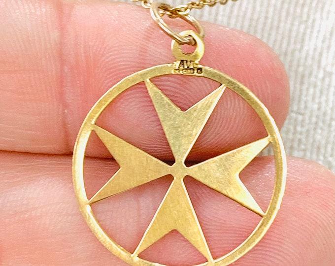 Vintage 18ct yellow gold Maltese Cross pendant - fully hallmarked