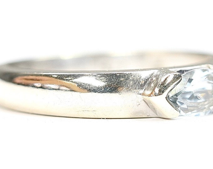 Vintage 9ct white gold Aquamarine solitaire ring - fully hallmarked - size M or US 6