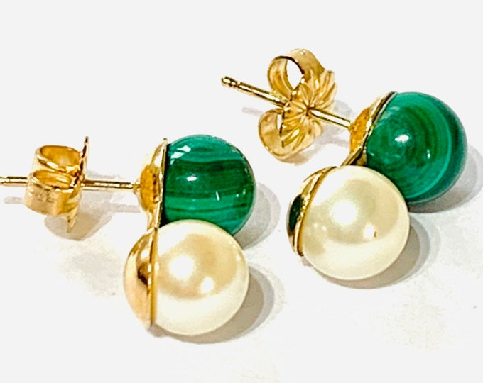 Stunning vintage 18ct gold Malachite and Pearl  stud earrings