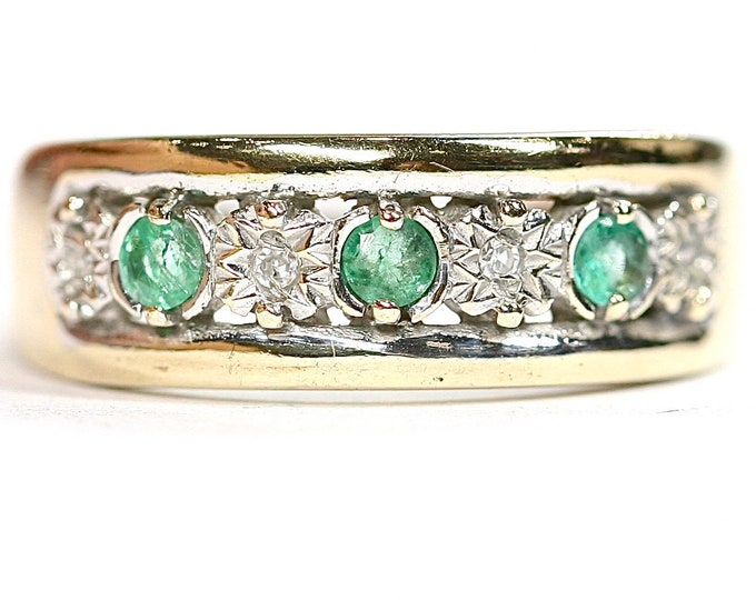 Sparkling vintage 9ct yellow gold Emerald and Diamond ring - fully hallmarked - size L or US 5.5