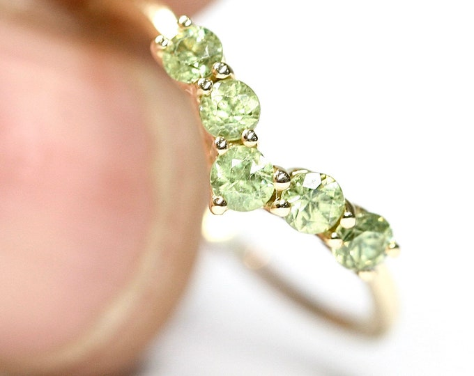 Vintage 9ct yellow gold Peridot wishbone ring - fully hallmarked - size N 1/2 or US 6 3/4