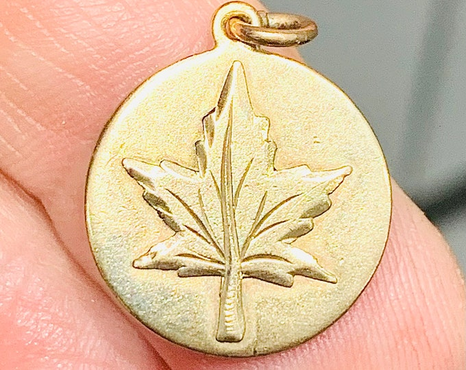 Vintage 10K yellow gold Maple Leaf pendant - stamped 10K