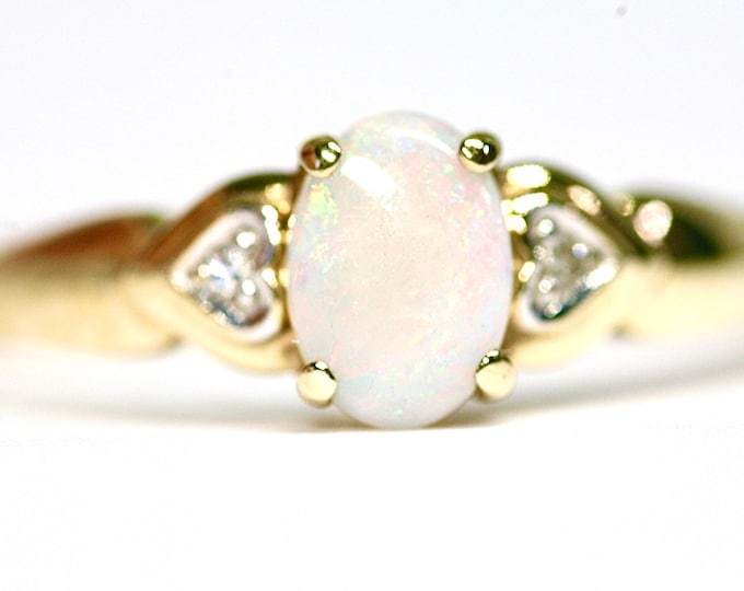 Superb vintage 9ct gold Opal & Diamond ring - fully hallmarked - size T or US 9.5
