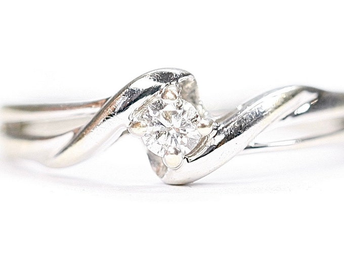 Superb sparkling 9ct white gold 0.10 diamond ring - fully hallmarked - size M or US 6