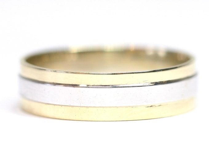 Superb vintage 9ct yellow and white gold wedding ring - fully hallmarked - size S or US 9