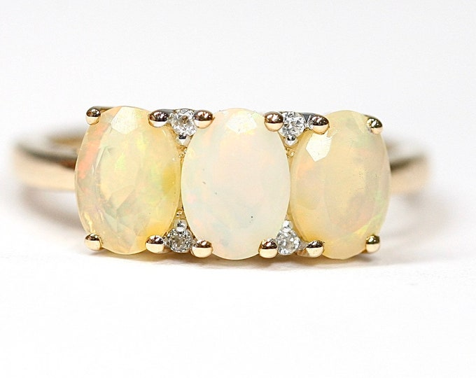 Superb 9ct yellow gold Ethiopian Opal & Zircon ring - fully hallmarked with Certificate of Authenticity - size N or US 6 1/2