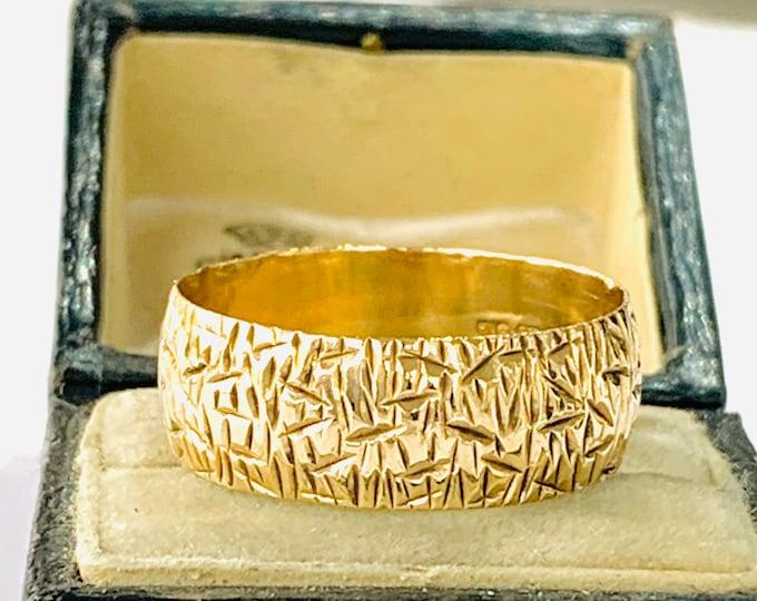 Stunning vintage 9ct yellow gold patterned Wedding ring - hallmarked London 1970 - size U - 10 1/4