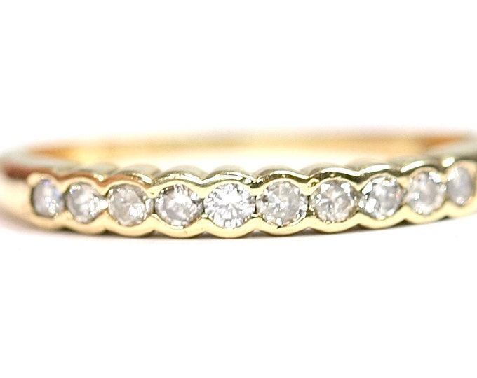 Sparkling vintage 18ct gold 0.20 diamond engagement / eternity ring - fully hallmarked - size M or US 6