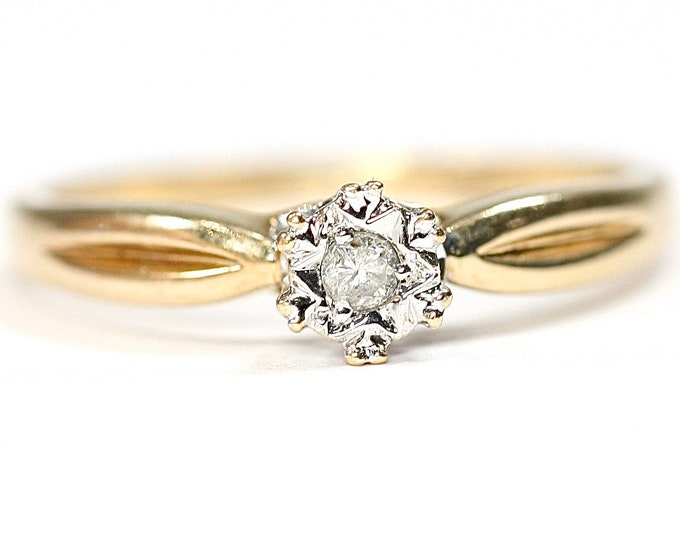 Vintage 9ct yellow gold Diamond ring / engagement ring - fully hallmarked - size O or US 7