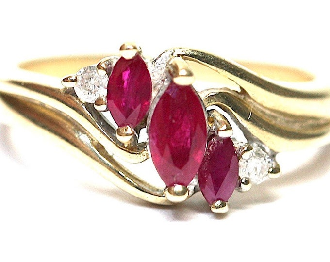 Superb vintage 9ct yellow gold Ruby & diamond ring - fully hallmarked