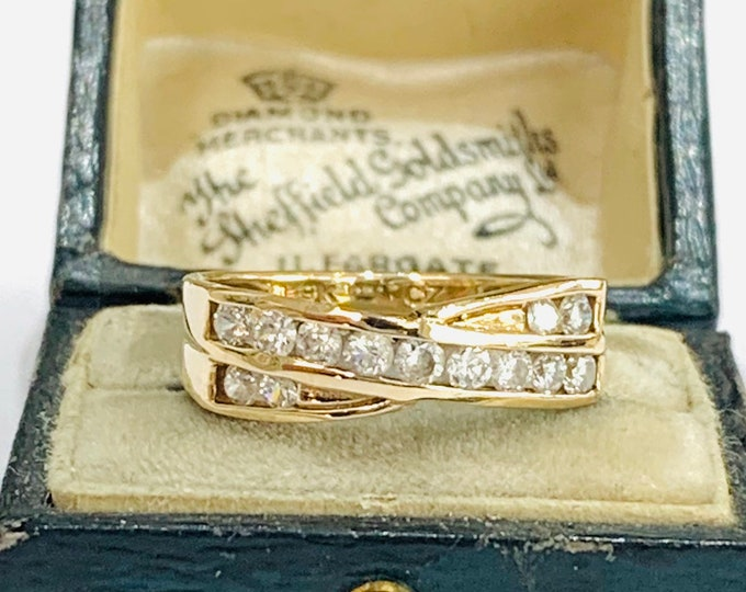 Sparkling vintage 9ct gold Cubic Zirconia crossover ring - fully hallmarked - size N - 6 1/2