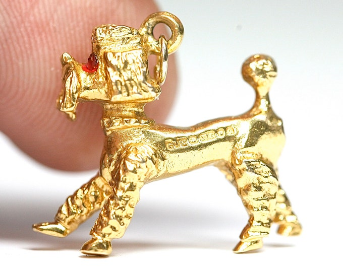 Superb vintage 9ct yellow gold Poodle charm or pendant- hallmarked London 1977 - 5gms