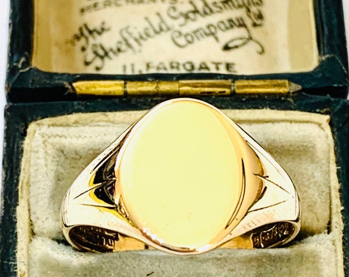 Superb vintage 9ct yellow gold Signet or pinky ring - hallmarked Birmingham 1956 - size V or US 10 1/2