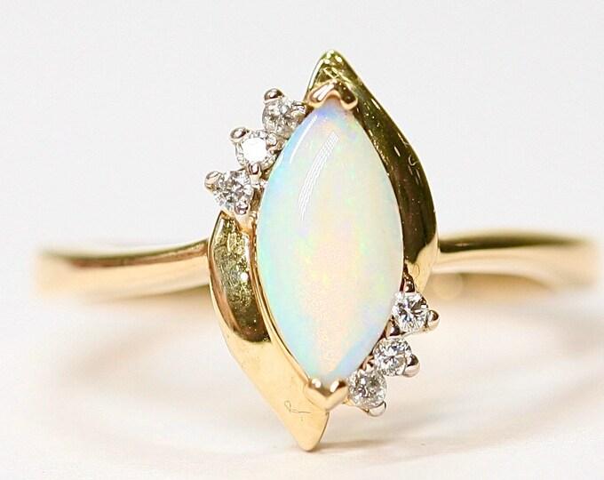 Stunning vintage 14K yellow gold Opal & Diamond ring - size N 1/2 or US 6 3/4