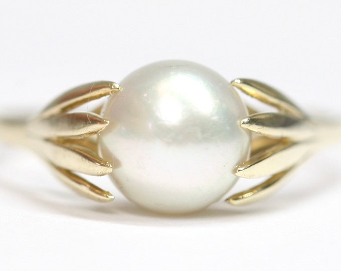 Superb vintage 9ct yellow gold cultured Pearl ring - hallmarked London 1985 - size O or US 7