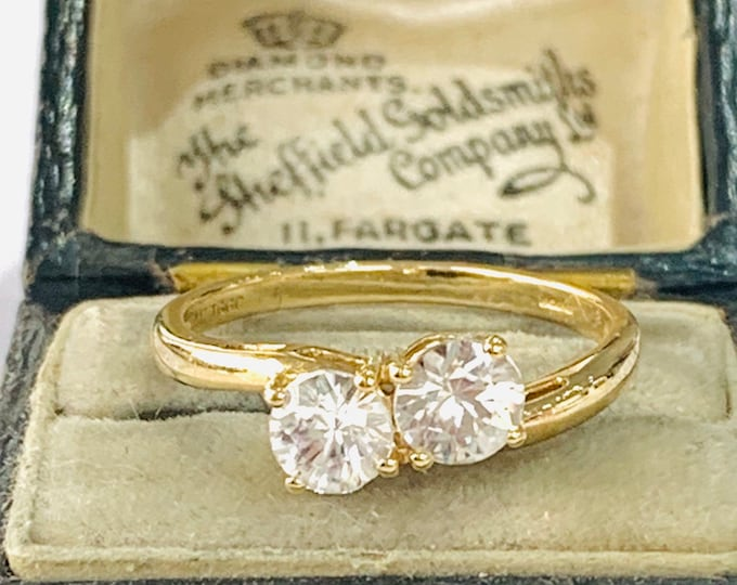 Sparkling vintage 9ct yellow gold Cubic Zirconia - fully hallmarked