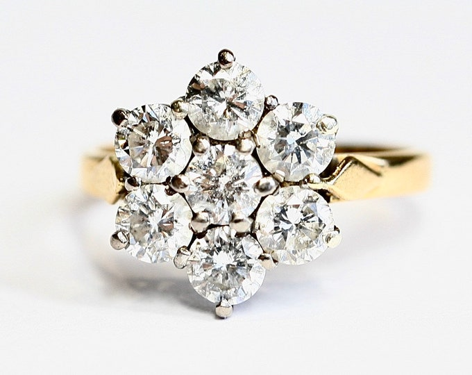Beautifully sparkling vintage 18ct gold 2.1 carat Diamond flowerhead ring - size O or US 7