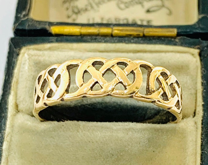 Vintage 9ct yellow gold Celtic band - fully hallmarked - size W - 11