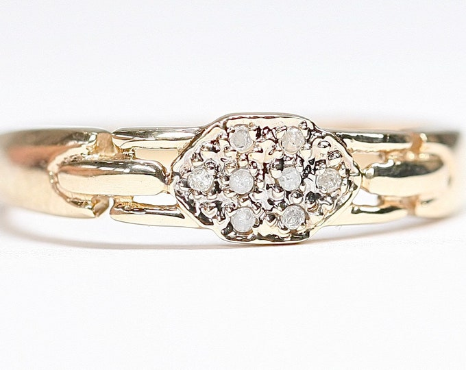 Vintage 9ct gold diamond cluster ring- fully hallmarked - size O or US 7