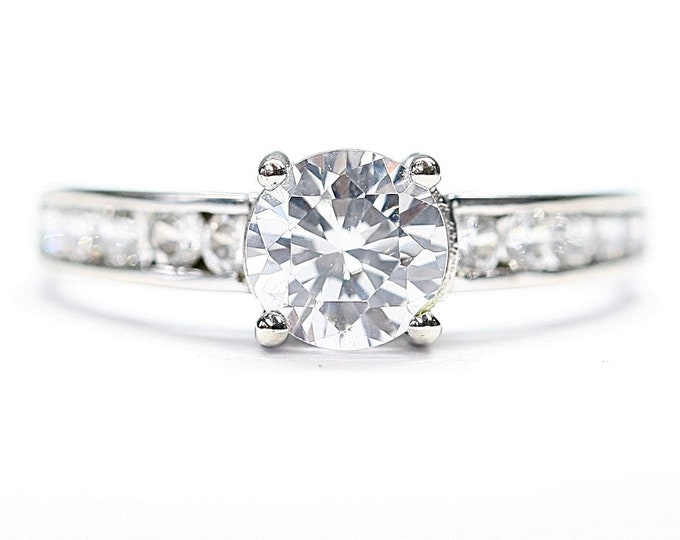 Sparkling vintage 9ct white gold Cubic Zirconia ring - fully hallmarked - size L 1/2 or US 5 3/4