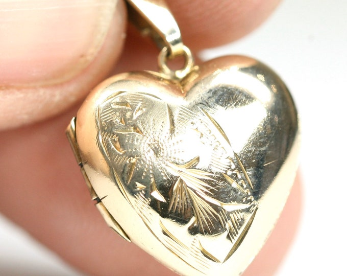 Vintage 9ct yellow gold heart shaped Locket