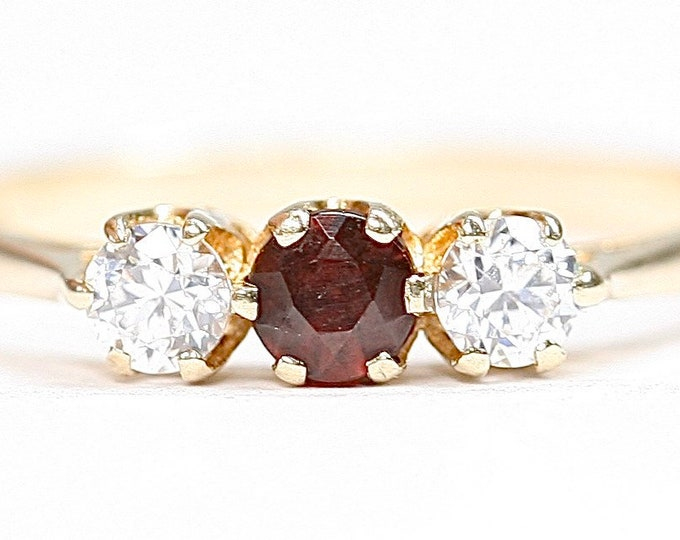Vintage 9ct gold Garnet & Cubic Zirconia ring - fully hallmarked - size N 1/2 or US 6 3/4
