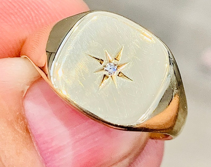 Vintage 9ct gold Men's diamond signet or pinky ring - hallmarked Birmingham 1971 - size U or US 10 1/4