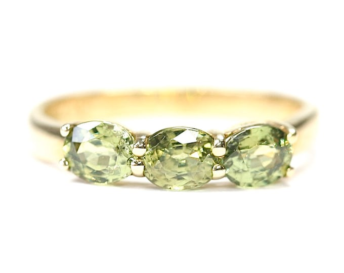 Superb 9ct gold Ambanja Demantoid Garnet ring with Certificate of Authenticity - Size N or US 6 1/2