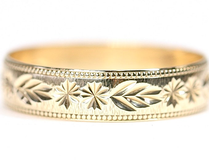 Vintage 9ct yellow gold patterned wedding ring - fully hallmarked - size T or US 9 1/2