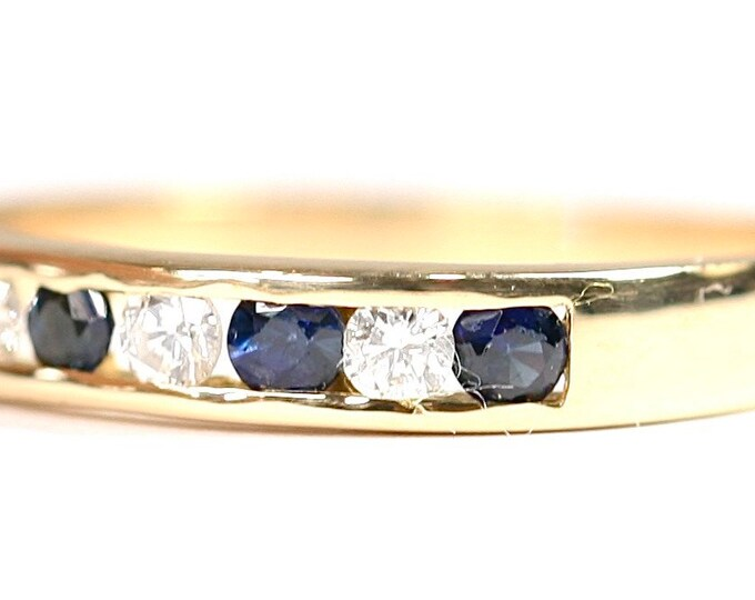 Sparkling vintage 18ct yellow gold Diamond and Sapphire ring - size L or US 5 1/2