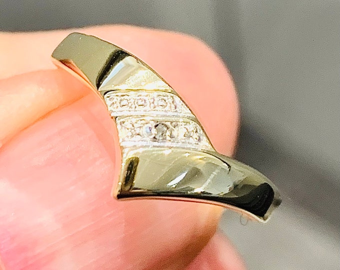 Superb vintage 9ct yellow gold Diamond wishbone ring - fully hallmarked - size Q or US 8