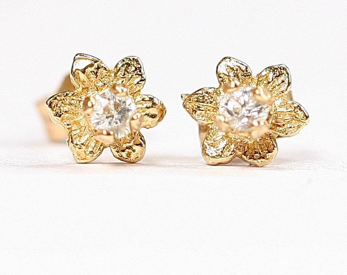Small vintage 9ct gold stud earrings with Cubic Zirconia