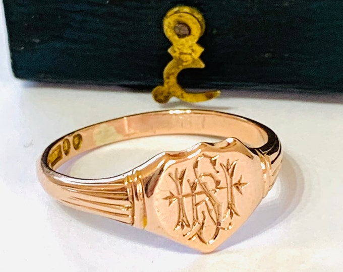 Stunning 103 year old 9ct rose gold Signet or pinky ring - hallmarked London 1916 - initials of RSH, SHR, HRS - size R or 8 1/2