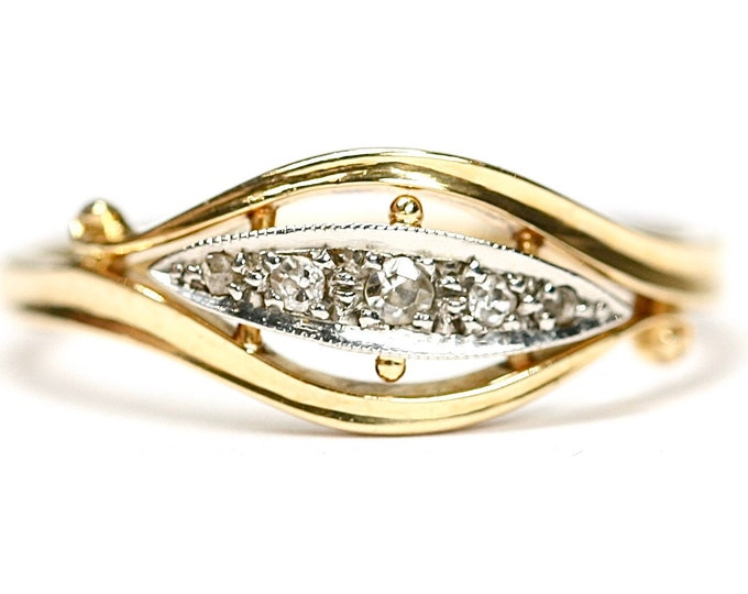 Stunning antique 18ct gold Diamond ring - Size O or US 7