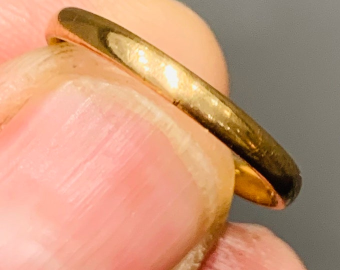 Antique 22ct yellow gold wedding ring - hallmarked London 1940 - size M or US 6