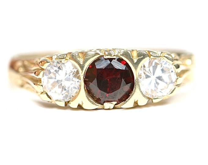 Superb vintage 9ct yellow gold Garnet and Cubic Zirconia ring - fully hallmarked - size P or US 7 1/2