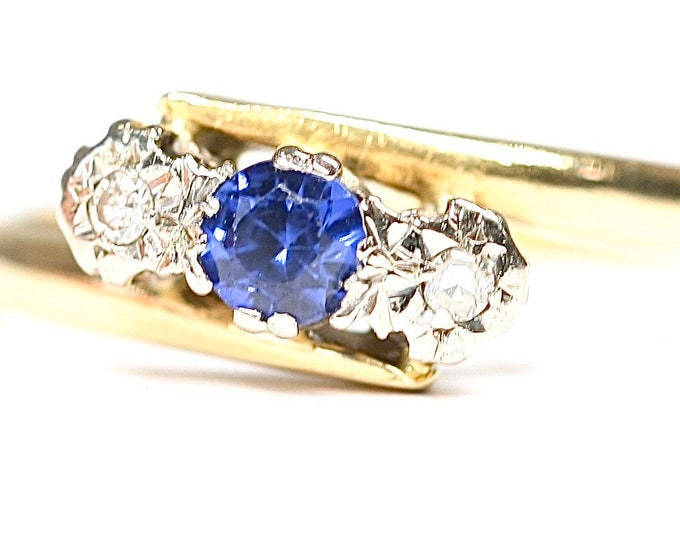 REDUCED ***Beautifully sparkling vintage 18ct gold Sapphire and Diamond crossover ring - hallmarked Birmingham 1949 - size R or US 8 5/8