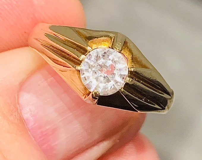 Superb vintage 9ct yellow gold Gypsy  / Signet/ Pinky ring with Cubic Zirconia - hallmarked London 1973 - size W or US 11