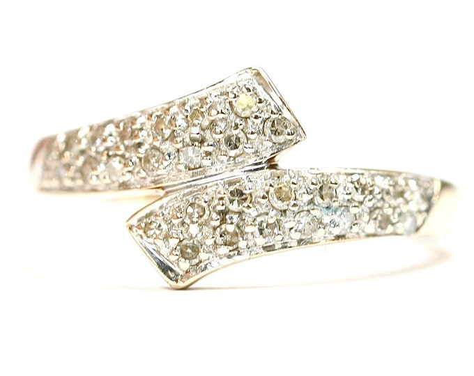 Superb sparkling vintage 9ct yellow gold 0.20 carat Diamond crossover ring - fully hallmarked - size J or US 4.5