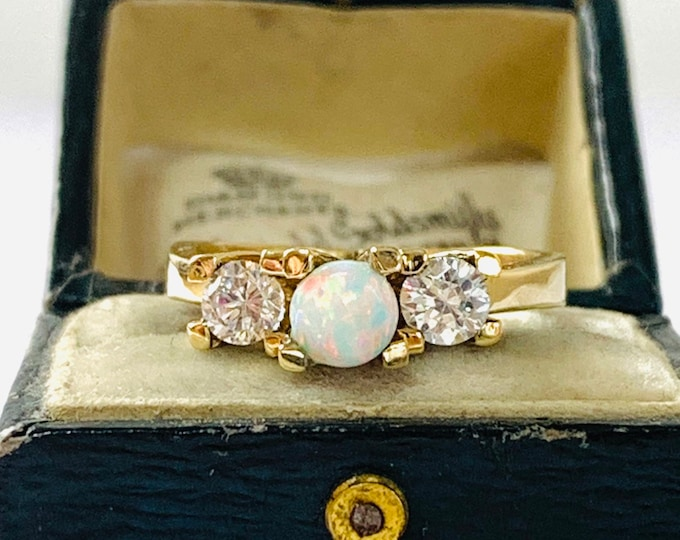 Stunning sparkling vintage 9ct gold Opal and Cubic Zirconia statement ring - fully hallmarked - size O or 7